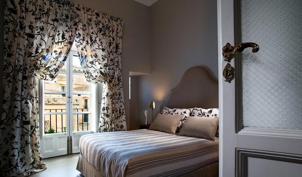оформление штор в спальне фото может заплатить каждый
