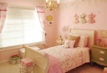 RMS-briaemmesweet-pink-shabby-chic-kids-rooms4x3jpgrendhgtvcom1280960