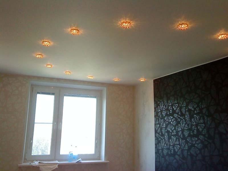 натяжные потолки с лампочками фото в спальне одна тех субкультур