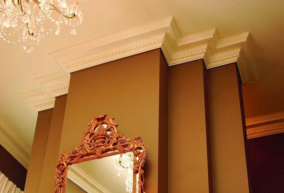 Фото применения багетов на потолок
