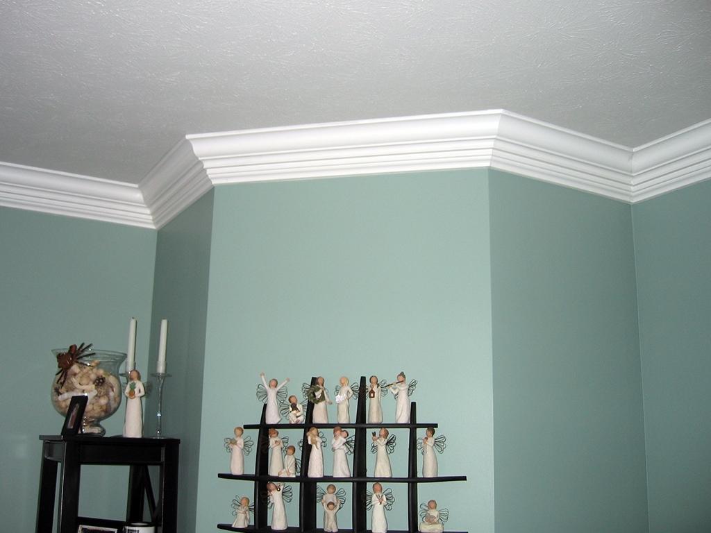 примеру фото комнат без молдингов с натяжными потолками для