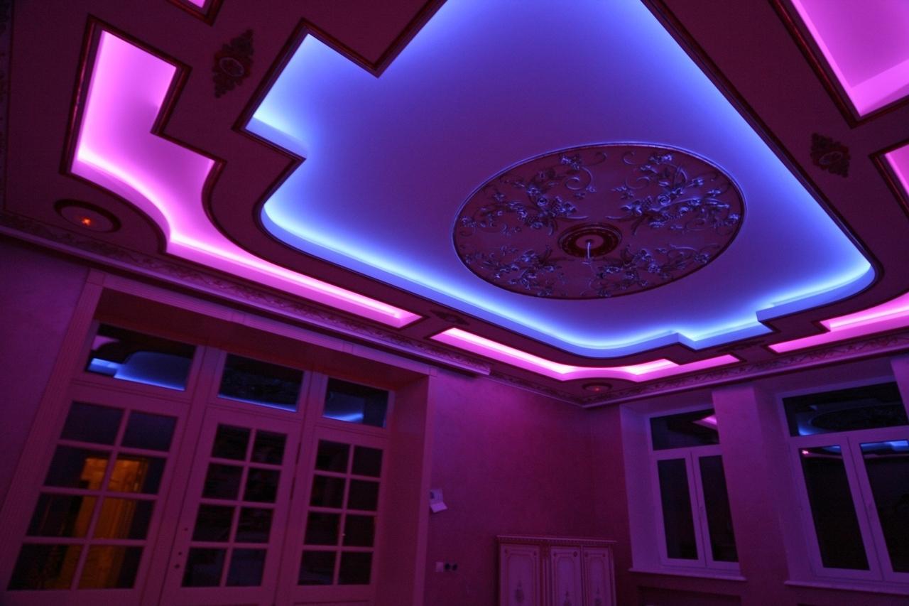представить фото навесных потолков со светодиодной подсветкой так
