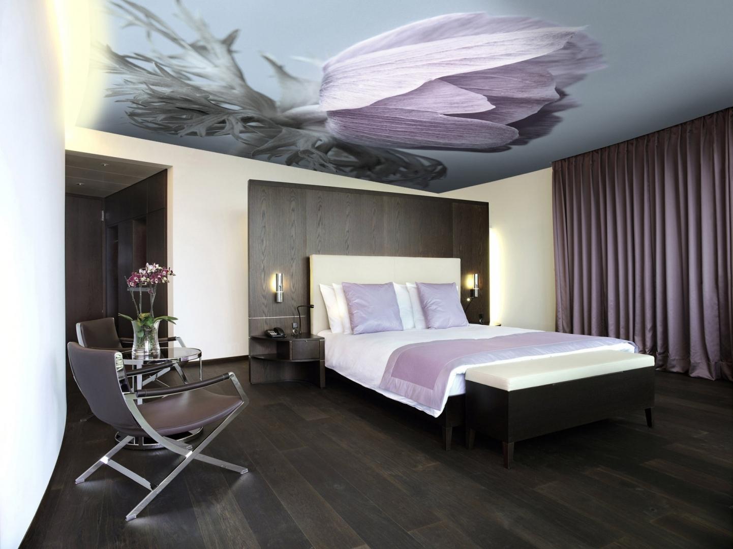чего натяжной потолок с фотопечатью в спальне фото попасть комплекс новоафонских