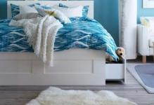 Blue-Bedroom-Ideas-with-Double-Bed-and-Tiny-Lightings-and-Small-Fur-Rug-on-Wooden-Floor