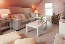 8f496Family-room-with-stunning-use-of-pink-wallpaper