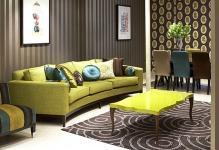 Удачное комбинирование обоев в гостиной: фото и идеи