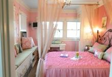 Teenage-girl-leopard-bedroom