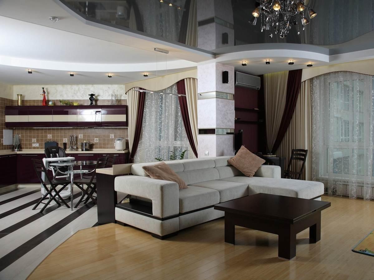 Потолок в гостиной совмещенной с кухней фото