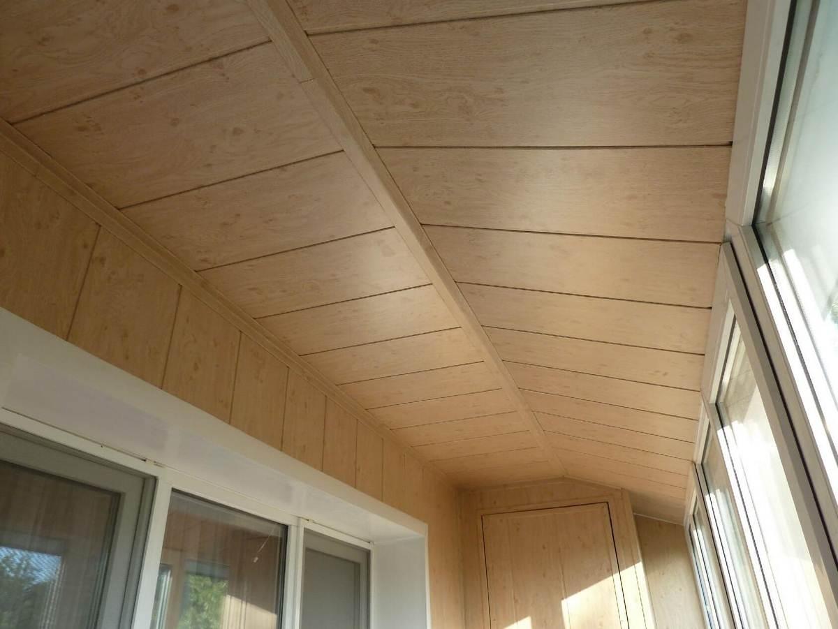 Чем сделать потолок на балконе фото