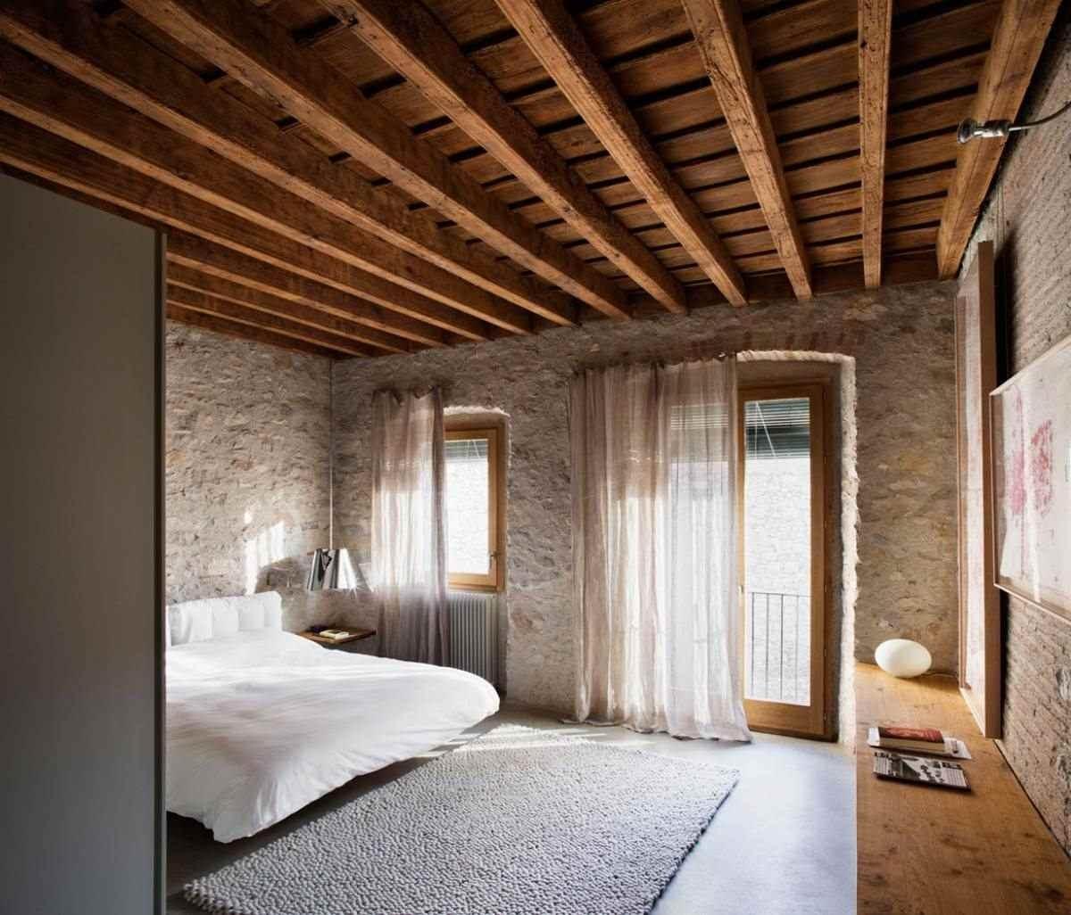 деревянный потолок в квартире фото старее заведение
