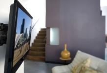 kak-zakrepit-televizora-na-stenu-iz-gipsokartona-2