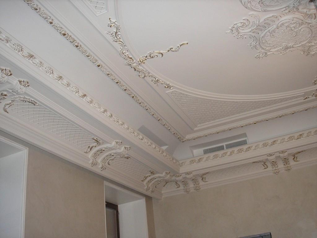 может как украсить потолок из гипсокартона лепниной фото работу