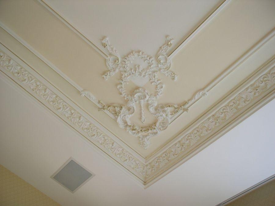 Как украсить потолок из гипсокартона лепниной фото