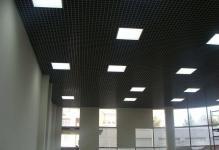 Светильники для потолка грильято: 3 вида