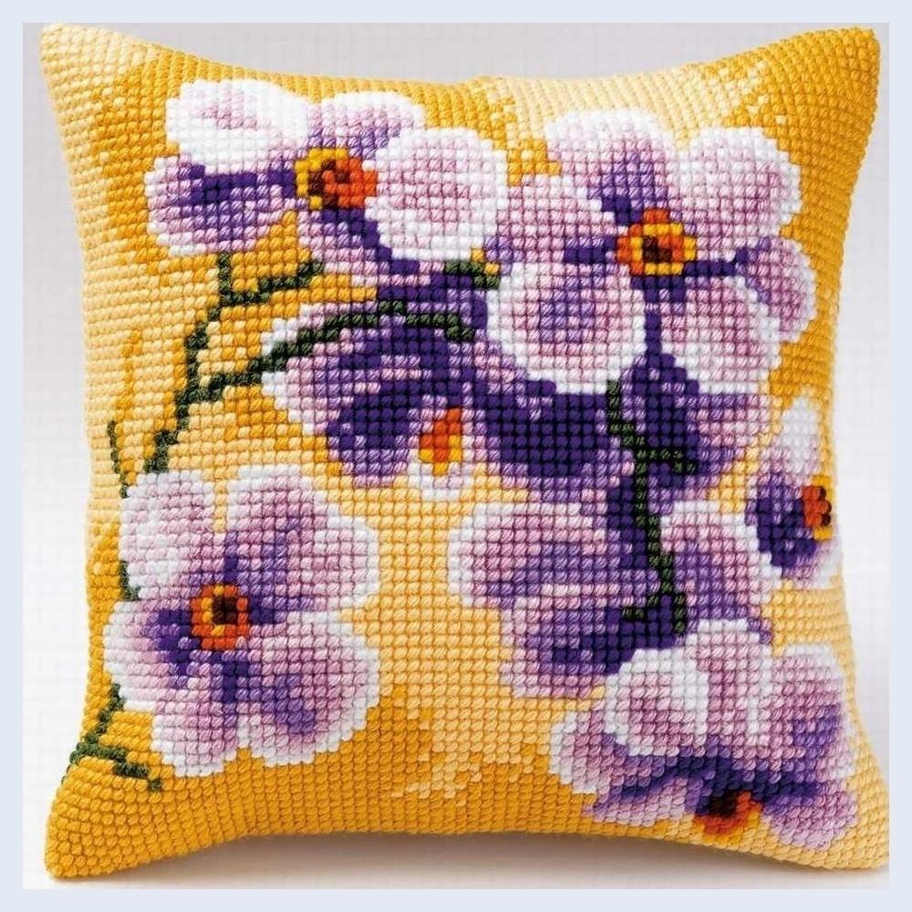 Стильная вышивка крестом подушки: любимое увлечение и декор интерьера, вышивка подушки для любимого