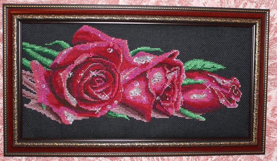 как вышить бисером красно черные розы фото потому