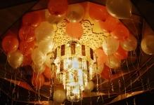 balloons-with-helium-under-the-ceiling
