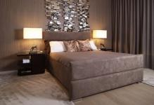 67157-muted-taupe-shades-with-surprising-textured-wall1440x900