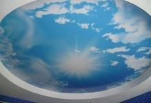 natyazhnye-potolki-nebo-s-oblakami-foto8