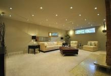 recessed-lighting-in-contemporary-family-room