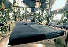 Zerkalnye-potolki-v-interere-2