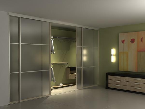Встроенный гардеробный шкаф можно установить в абсолютно любой комнате