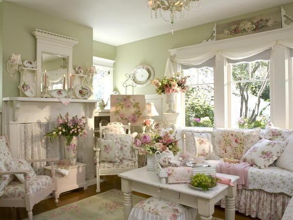 Гостиную вы можете оформить самостоятельно украшая ее живыми цветами