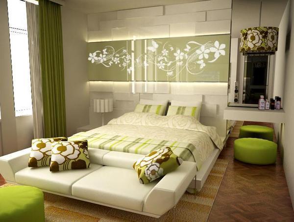 Профессионалы в деле ремонта подсказывают, что начинать обустраивать спальню нужно с потолка, а обои следует выбирать нежных тонов