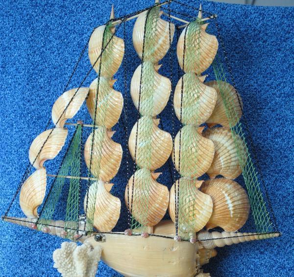 Панно «Корабль из ракушек» станет отличным подарком человеку, любящему море