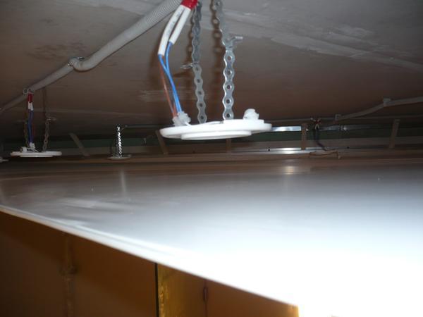 Lampadari Per Soffitti Bassi : La distanza tra il soffitto e soffitto teso