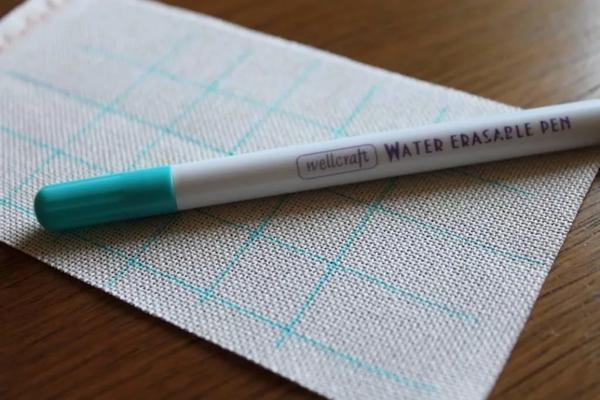 Маркер служит для разметки канвы: не рекомендуется использовать для работы ручку или карандаш