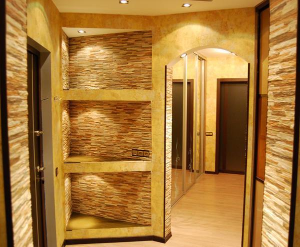 С помощью гипсокартона в прихожей можно обустроить ниши, полки, арки, и даже изготовить мебель
