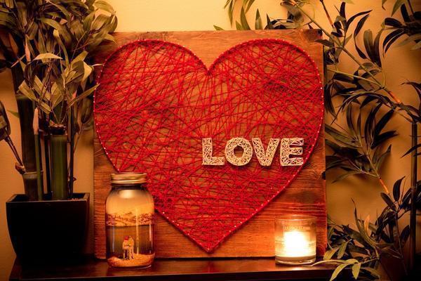 Красивое и нежное панно из ниток и гвоздей в виде сердца - недорогой и оригинальный способ украсить дом ко дню Всех Влюбленных