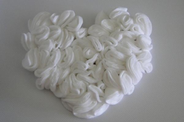 Сделать украшение из ватных дисков очень просто - фантазия плюс подручные материалы