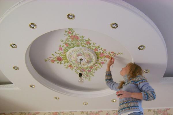 Роспись потолка своими руками доступна даже начинающему мастеру и намного более выгодна, чем оформление побелкой или обоями