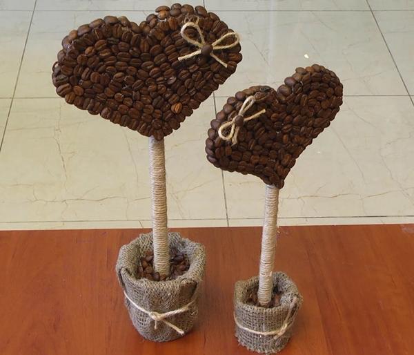 Топиарий «Сердце» из кофейных зерен привнесет за собой шлейф любви и радости, особенно, если будет сделан своими руками