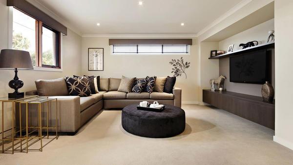 Бежевые обои в интерьере квартиры будут радовать и освежать помещение