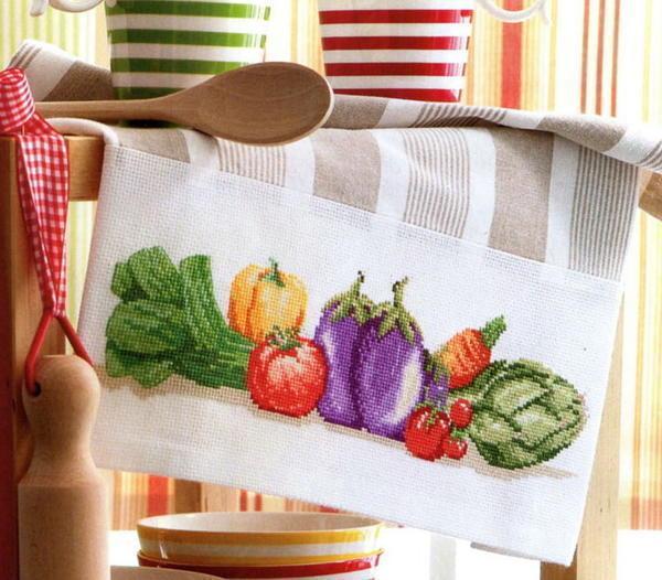 Самым лучшим расположением узоров вышивки крестом на кухонном полотенце считается край материала