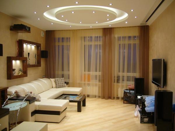 Освещения в небольшой гостиной должно быть много