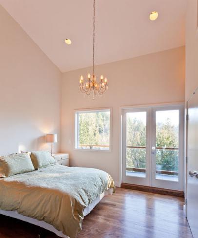 Если вы хотите, чтобы ваша спальня преобразилась до неузнаваемости, следует обратить внимание на каждую мелочь
