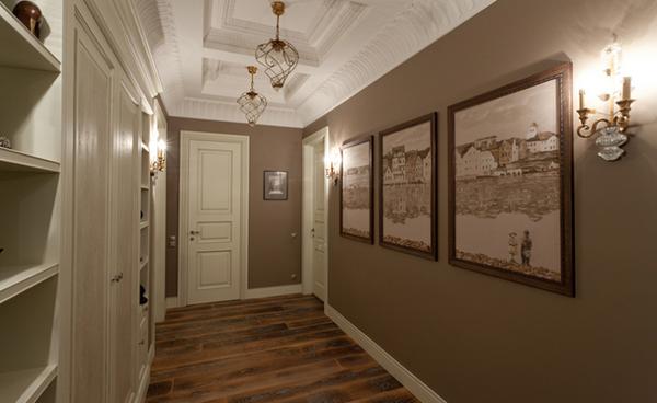 Настенные светильники в прихожей или в коридоре рекомендуют устанавливать на высоте двух метров от уровня пола