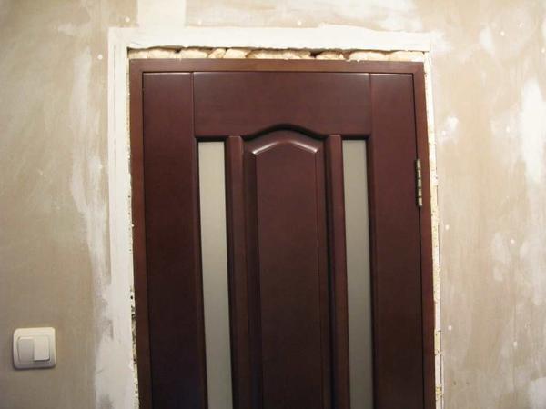 Для того чтобы избежать повреждений и правильно установить проем, необходимо внимательно выполнять ремонтные работы, обращая внимание на самые мелкие детали