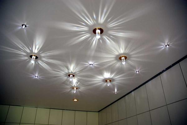 Для комнат с повышенной влажностью оптимальным решением будет поставить лампы накаливания
