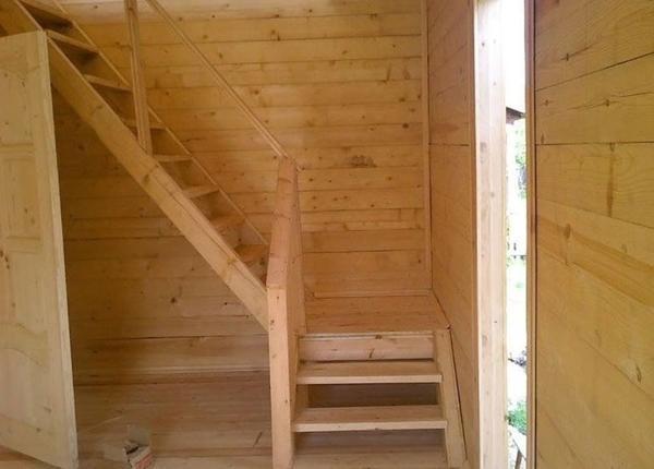 Перед проведением строительных работ обязательно следует задуматься над тем, где лучше всего разместить лестницу на второй этаж