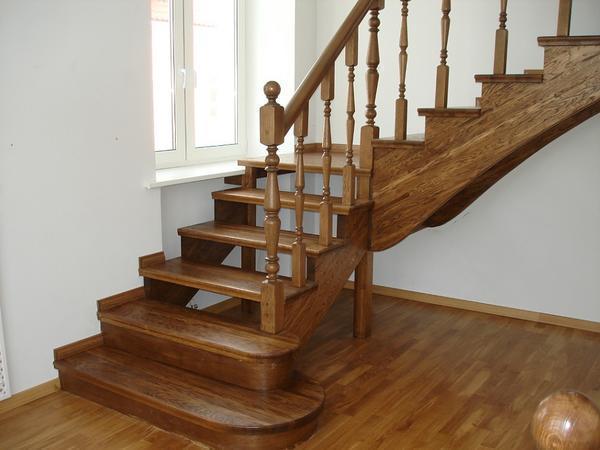 Для того чтобы лестница была практичной и безопасной, для ее изготовления лучше подбирать только качественные материалы