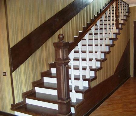 Покрасив лестницу, можно существенно продлить срок ее службы