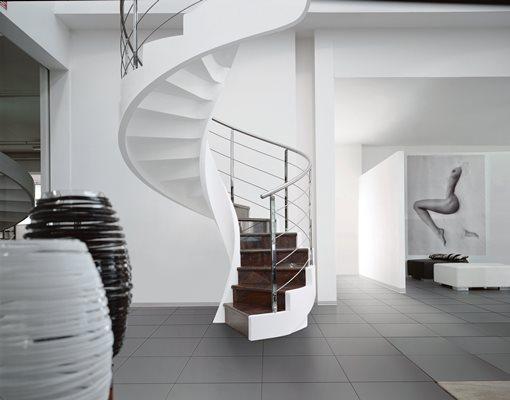 Стильно дополнить дизайн современной комнаты можно бетонной винтовой лестницей