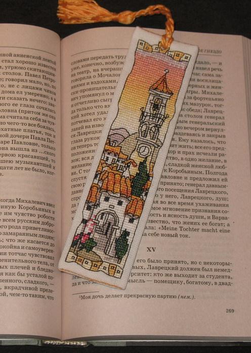Для истинных почитателей бумажной литературы предлагаем вышить крестиком красивые закладки