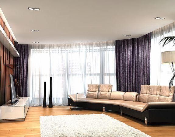 Панорамное окно в гостиной сделает комнату не только светлой, но и просторной