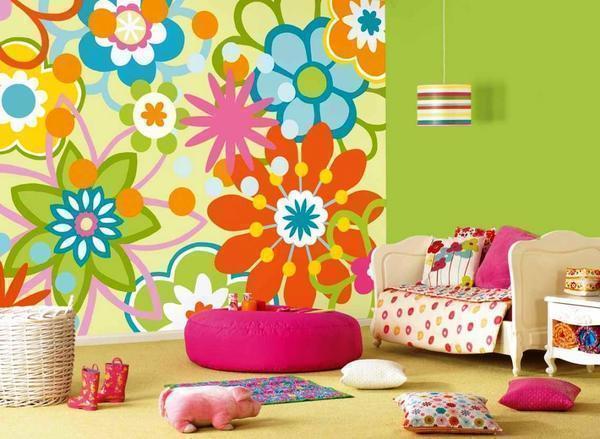 Обои с яркими и забавными картинками для детской комнаты поднимают настроение и скрывают мелкие дефекты – пятна и царапины